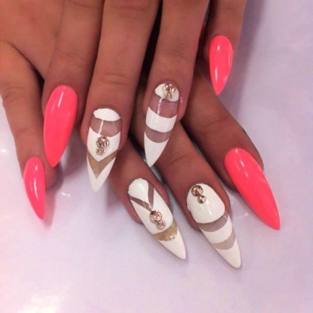 Ногти острые красные дизайн