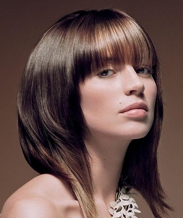 Стрижки для девушек на средние волосы с челкой фото