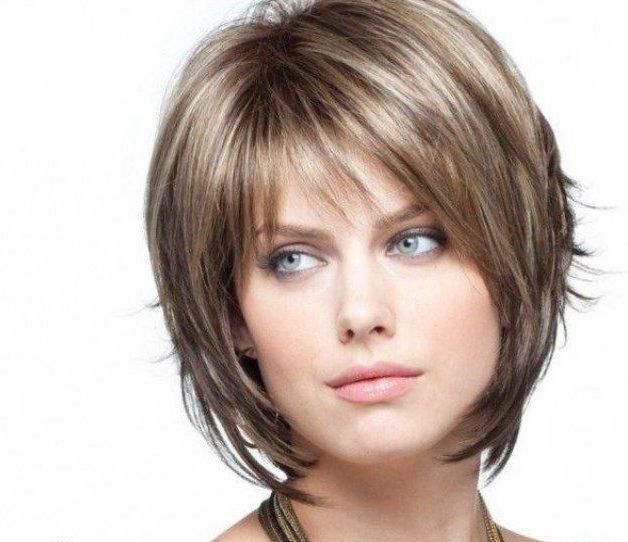 Каскад стрижка на короткие волосы с челкой