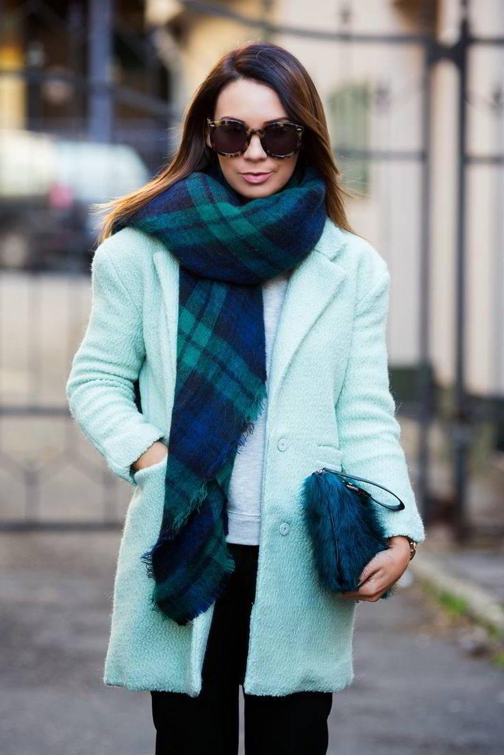 С каким шарфом носить пальто