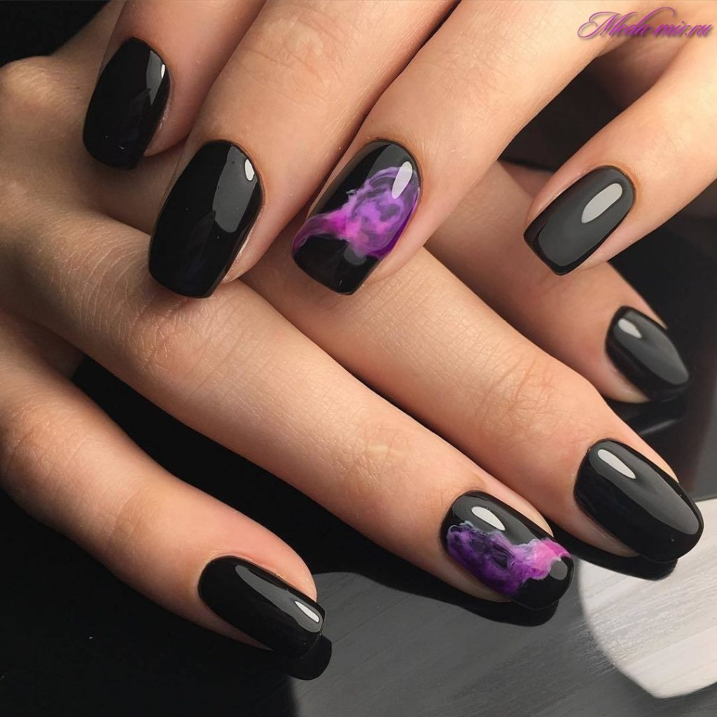 Фото маникюра на короткие ногти в темных тонах