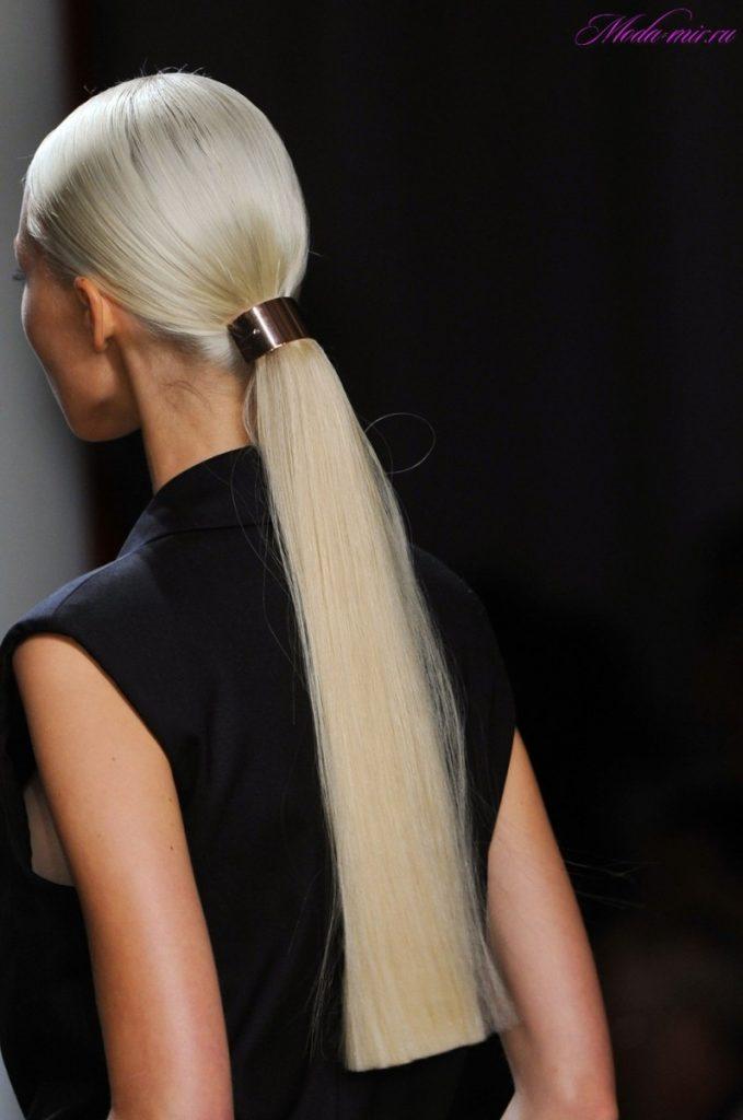 Прическа на ровные длинные волосы