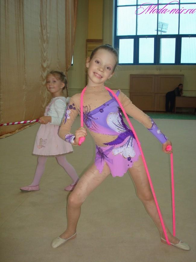 Tancujushhie kupal'niki dlja hudozhestvennoj gimnastiki 2018 foto56